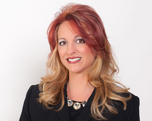 Mortgage Loan Originator Amy Lewis Headshot.
